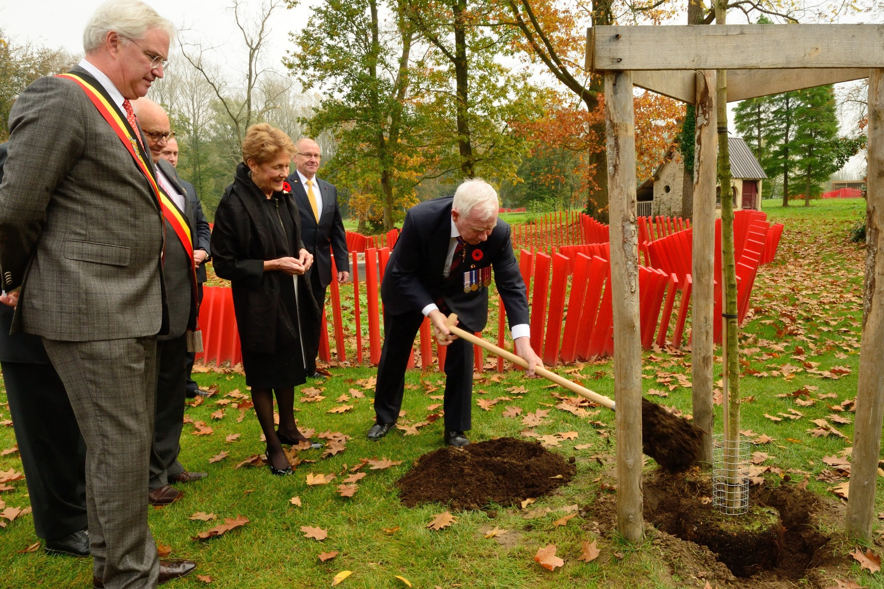 Following their visit, Their Excellencies planted a Canadian sugar maple tree in the new Canadian poppy garden on the grounds of the museum's chateau. The garden opened in August 2014.