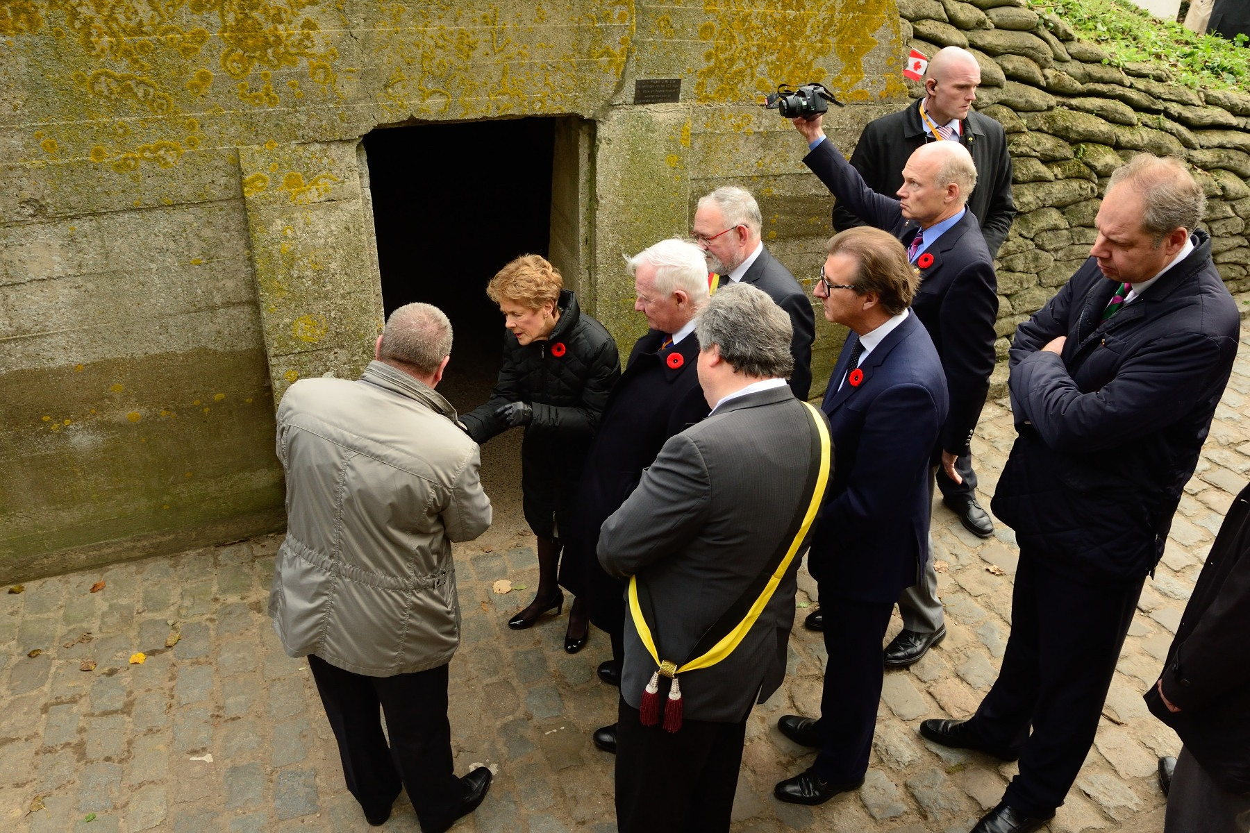 Their Excellencies and Canadian delegates visited the site of the Canadian Officer-Surgeon and poet John McCrae, who wrote the famous poem In Flanders Fields 100 years ago.