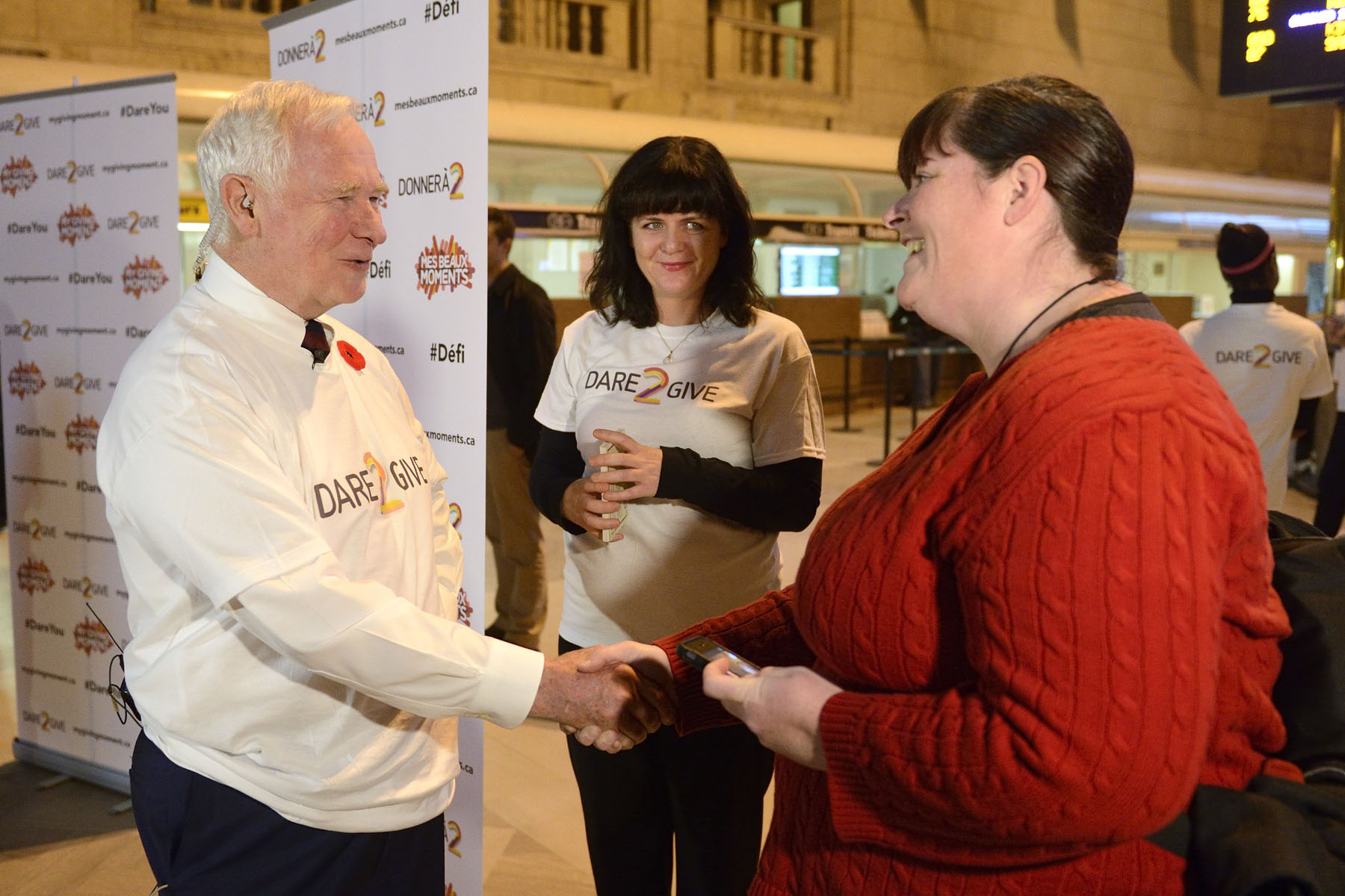 The Governor General engaged with commuters and asked them to commit to a giving moment, and to dare their friends and families to give with them.