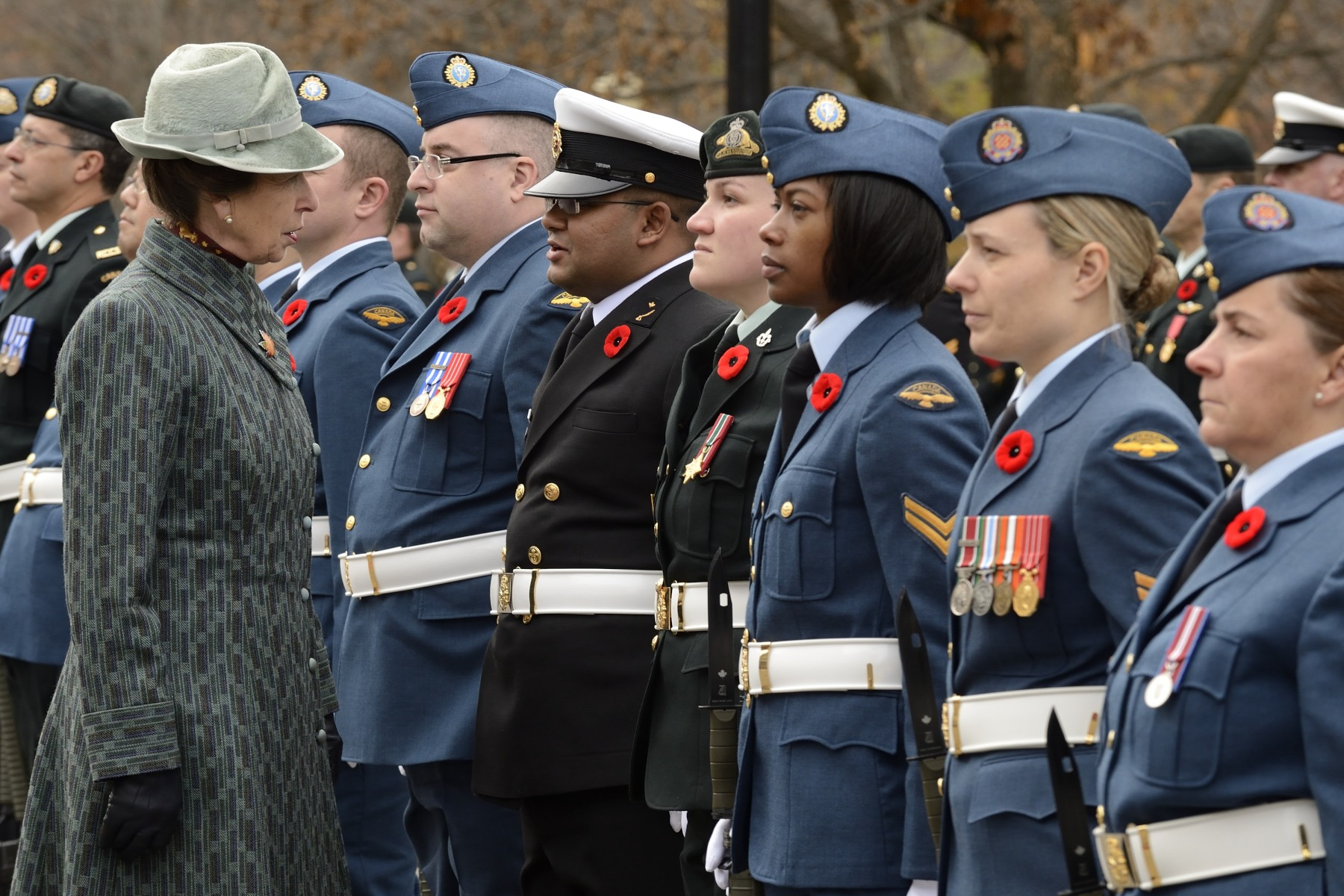 Her Royal Highness spoke to a few members of the Canadian Armed Forces.