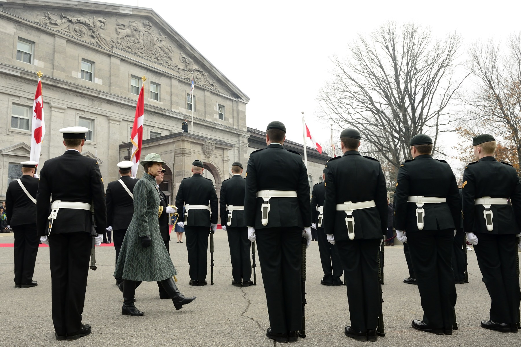 Her Royal Highness took the time to inspect both ranks of members of the Canadian Armed Forces.