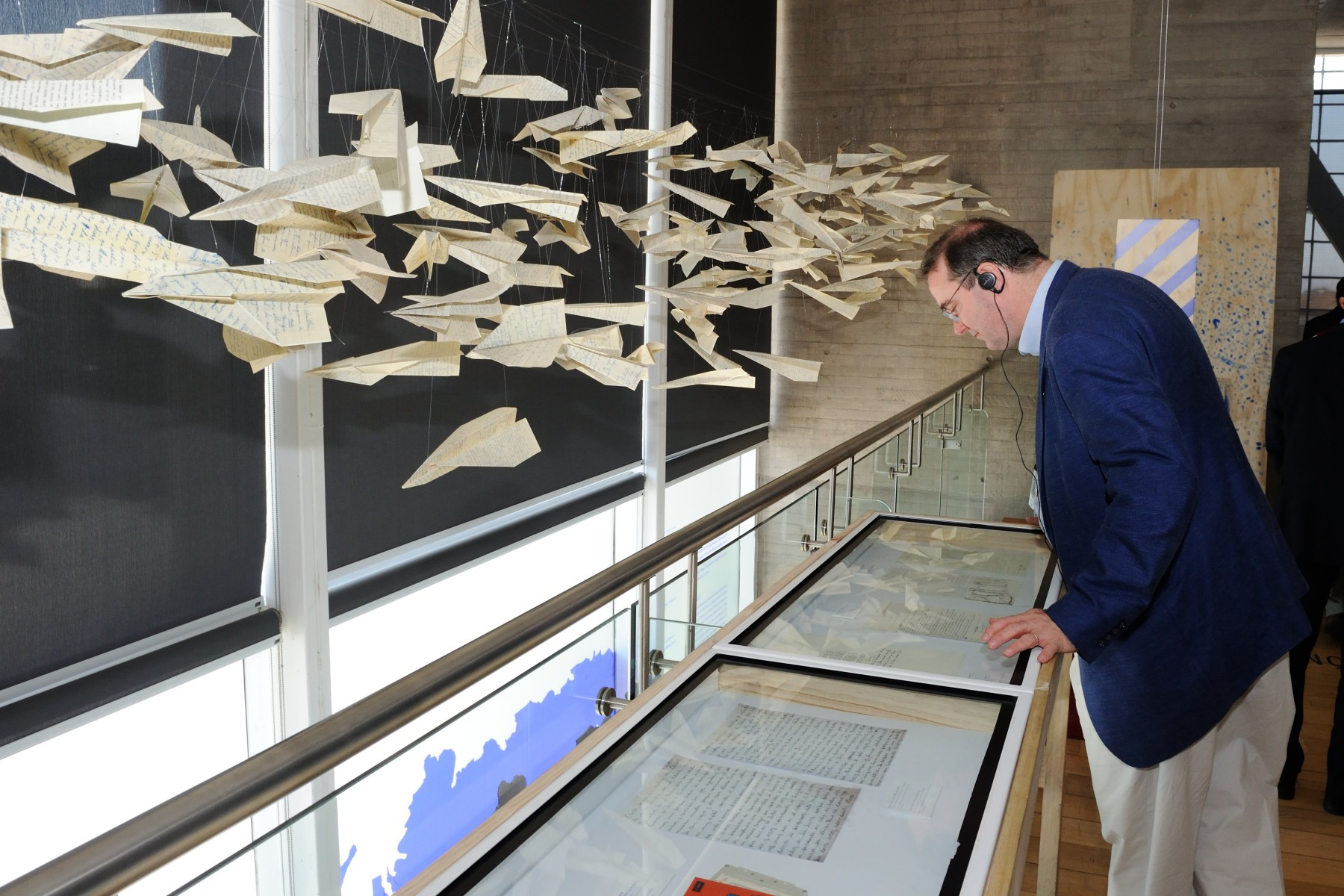 Canadian delegate Paul Davidson, President of the Association of Universities and Colleges of Canada, takes a few minutes to see some of the artefacts up-close.