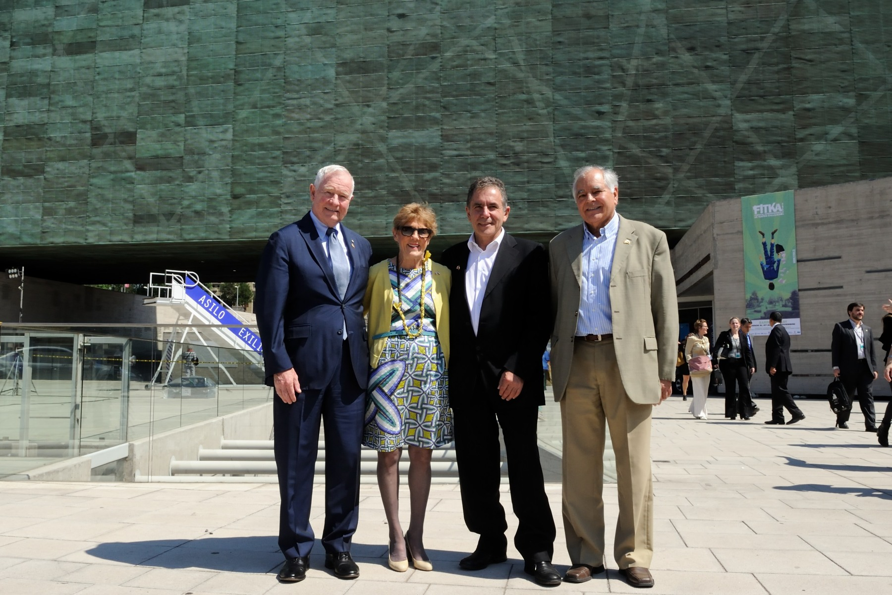 Their Excellencies are seen here, in front of the Museum of Memory and Human Rights, with Mr. Ricardo Brodsky, Executive Director of the Museum (left), and Mr. Rodrigo Molina, President of the Chile-Quebec Friendship House (right).