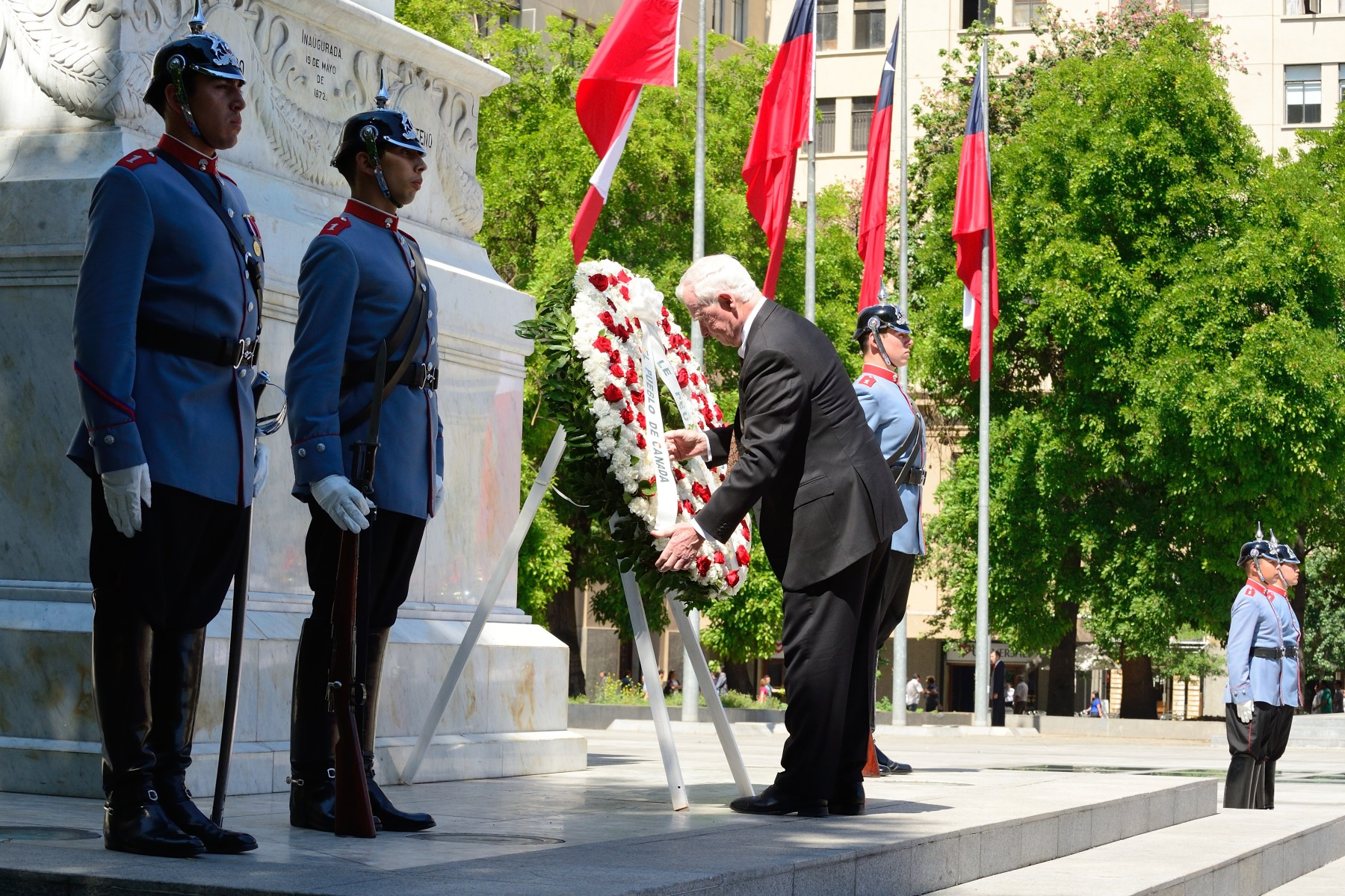 The Governor General laid a wreath at the Monument to Bernardo O'Higgins, a Chilean leader who freed Chile from Spanish rule in the Chilean War of Independence.