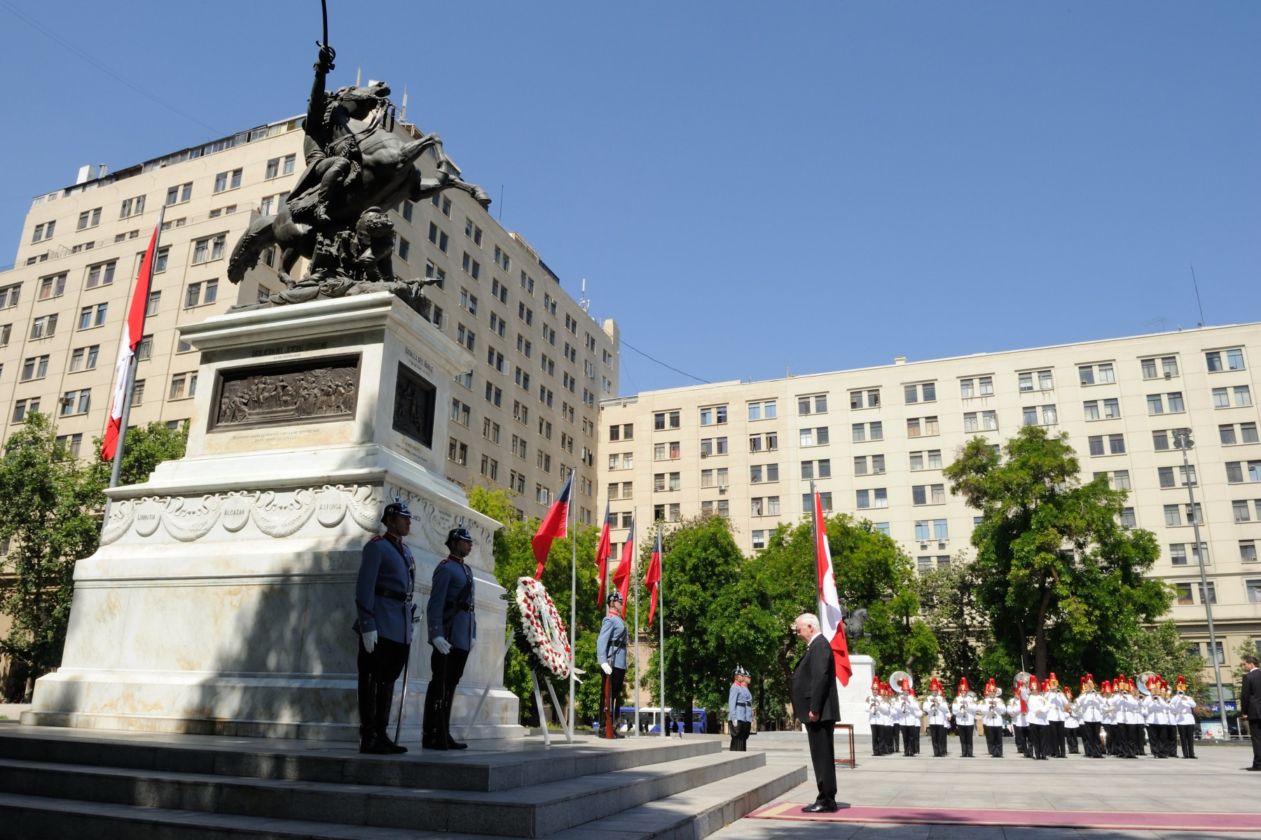 The Chilean War of Independence (1810-1821) was an armed conflict between pro-independence Chileans seeking political and economic autonomy from Spain, and royalists supporting continued allegiance to the Captaincy General of Chile and membership in the Spanish Empire. The Monument to Bernardo O'Higgins is located at the Plaza de la Ciudadanía.