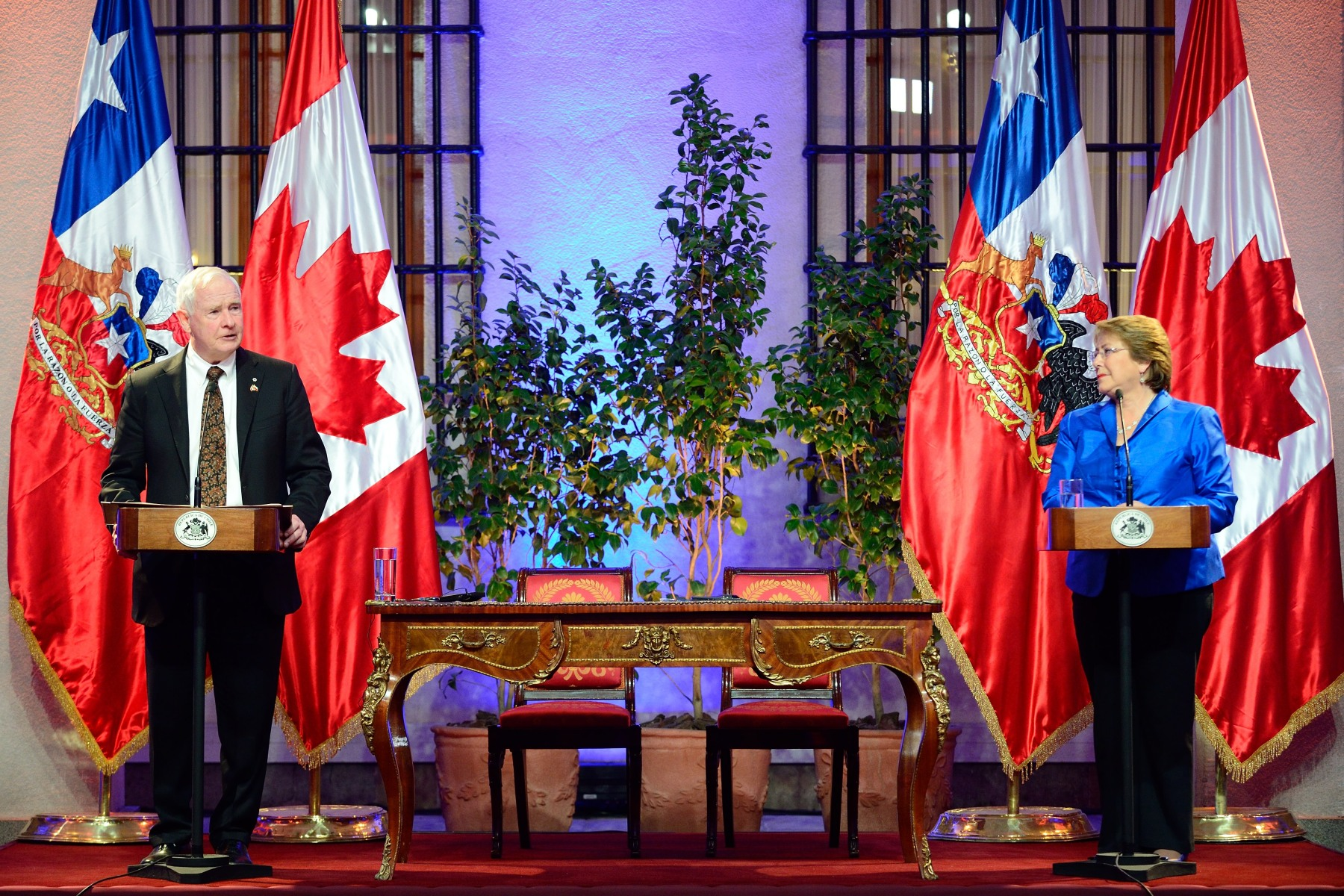 Following their meeting, the Governor General and President Bachelet delivered statements to members of the media.