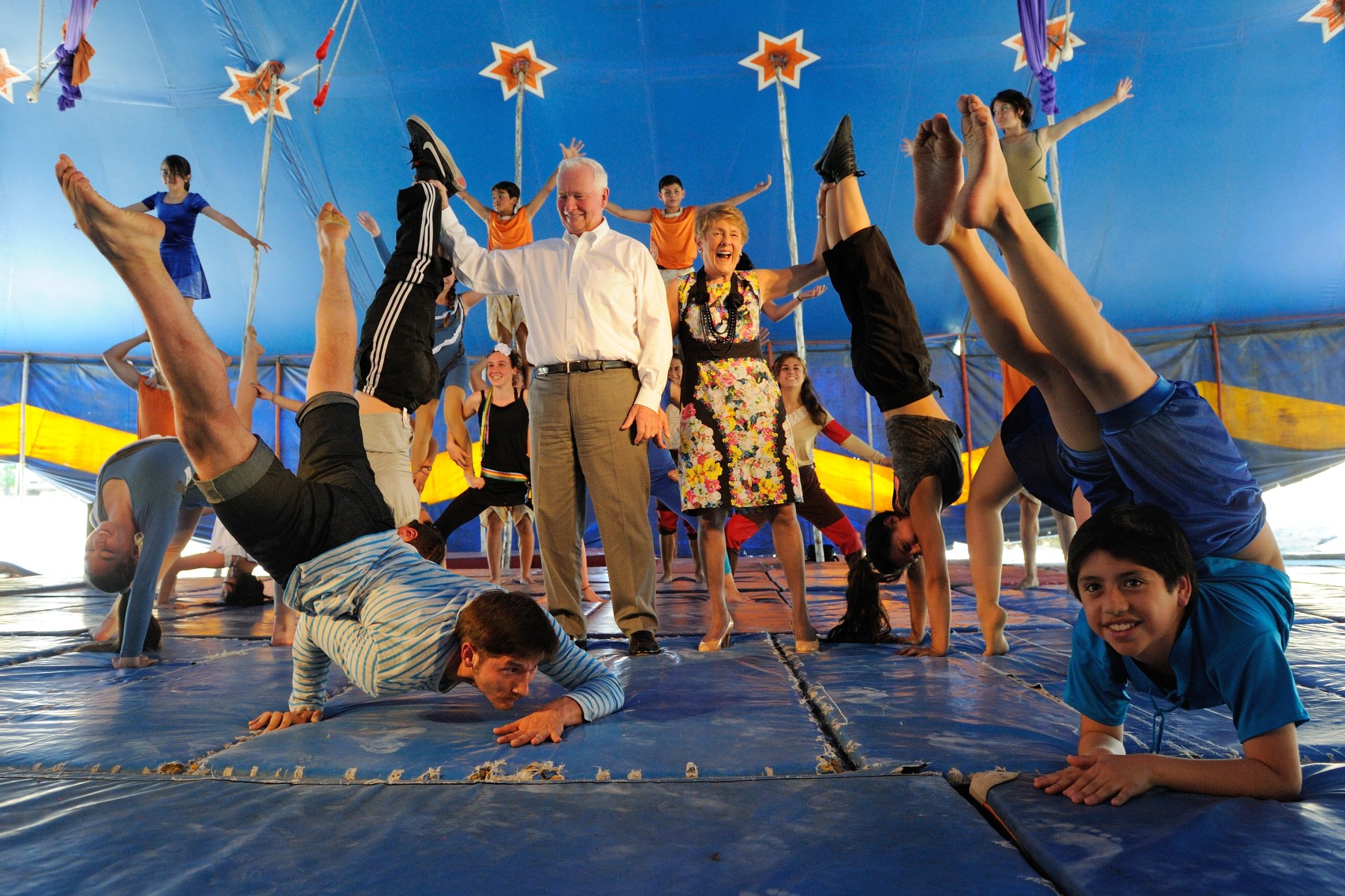Circo del Mundo was created through the initiative of Cirque du Soleil and Jeunesse du Monde in 1995, as part of an international co-operation project with Corporación Canelo de Nos, a Chilean NGO.