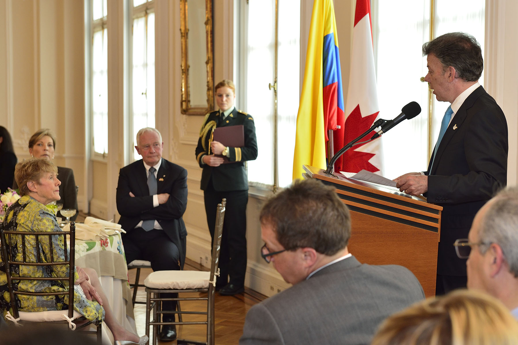 Their Excellencies then took part in a State luncheon hosted by President Santos Calderón, in honour of their visit to the country. The President first delivered remarks on this occasion.