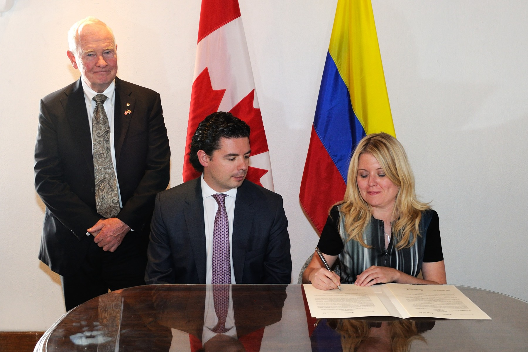 The Honourable Michelle Rempel, Minister of State (Western Economic Diversification), signed the agreements totalling $45 million in assistance, on behalf of the Canadian Government.