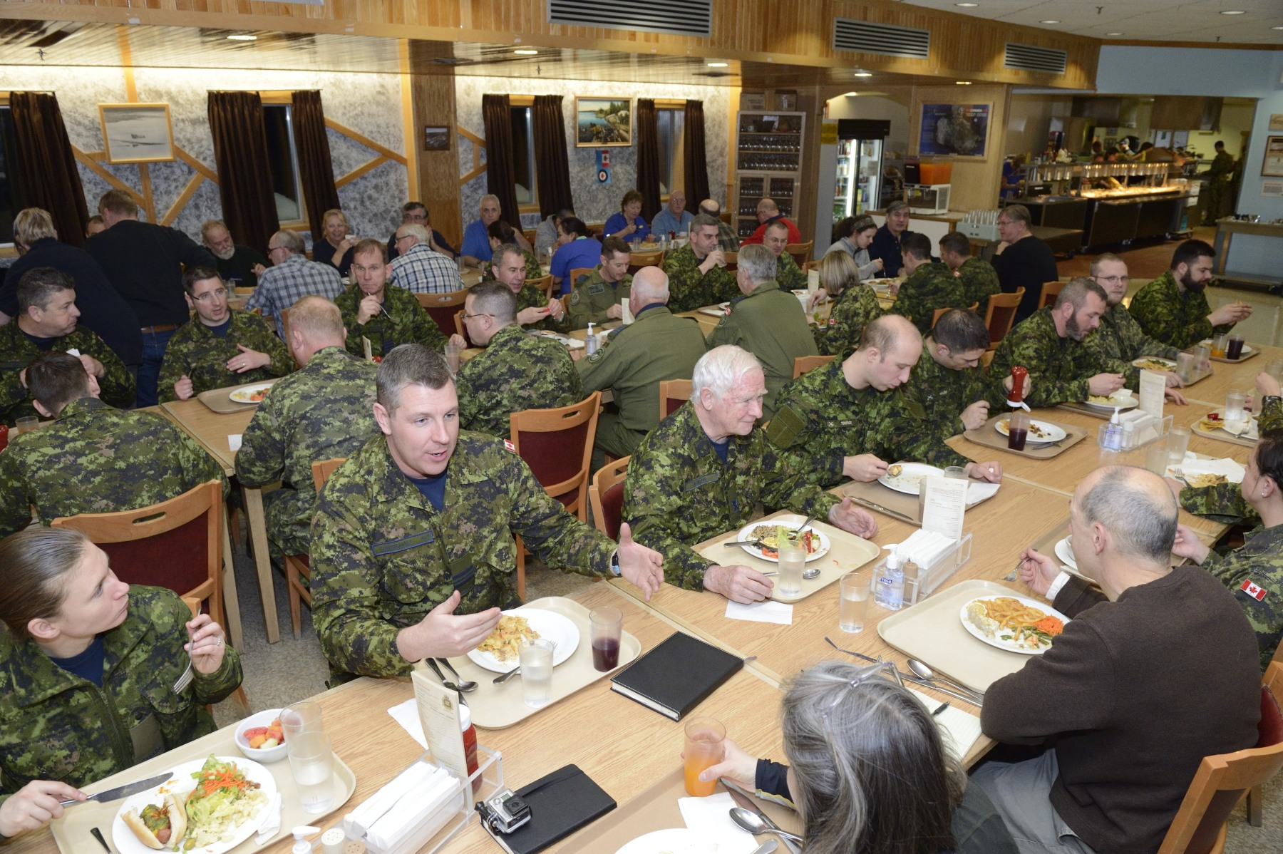The Governor General shared a meal with CAF members stationed at CFS Alert.