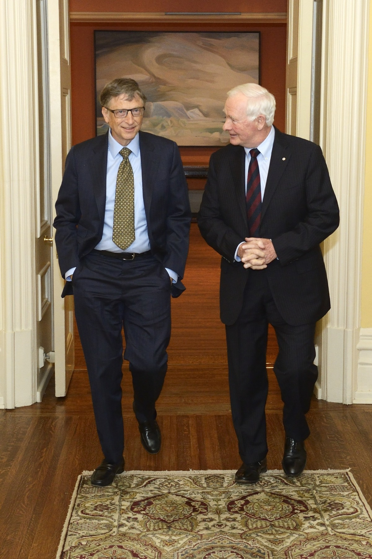 Before the official meeting, His Excellency discussed informally with Mr. Gates.