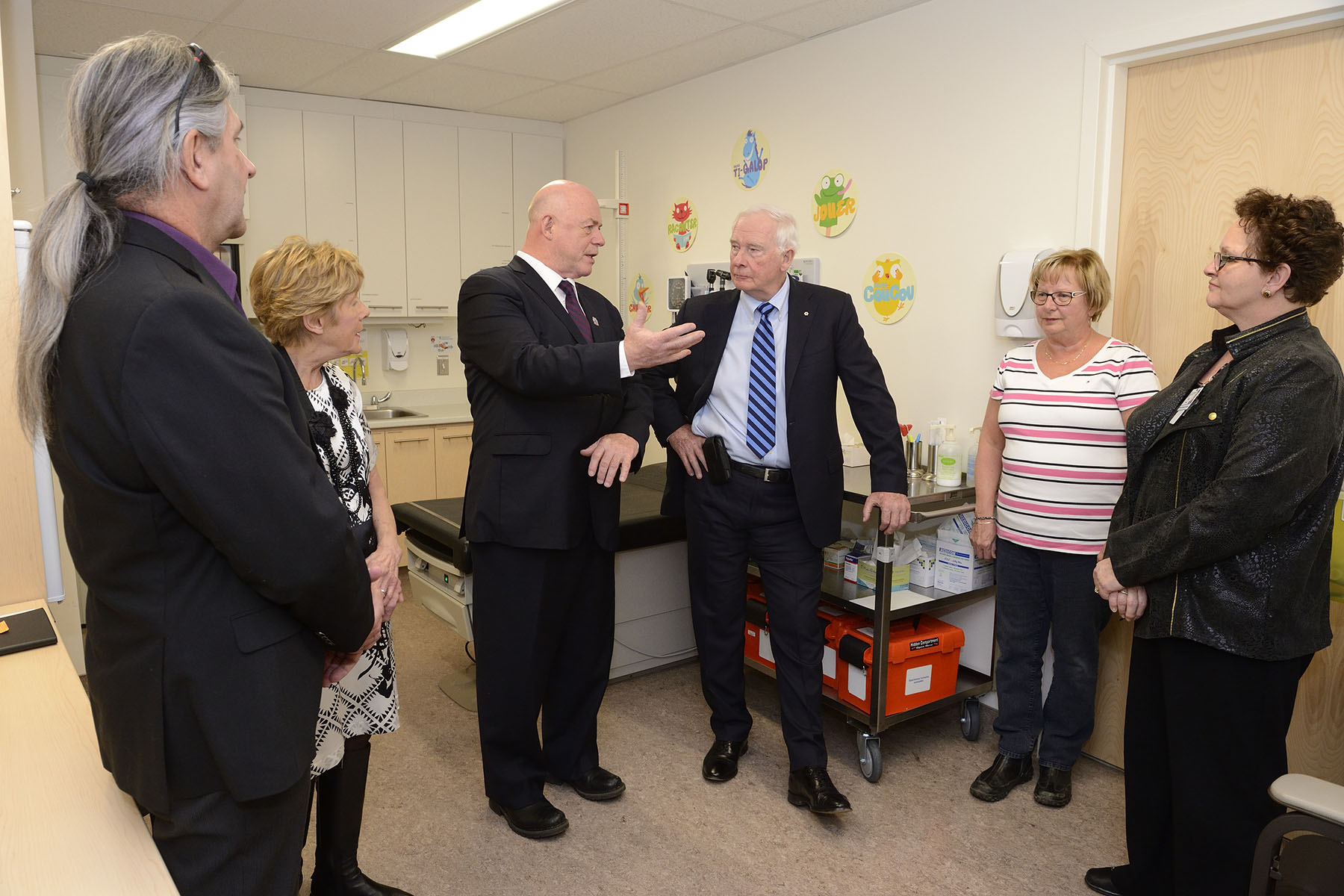 Their Excellencies met with health professionals at the Marie-Paule Sioui-Vincent Health Centre.