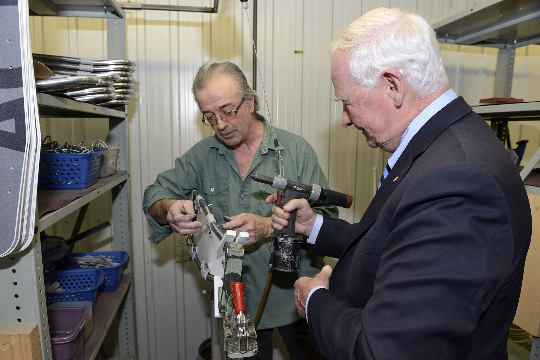 During the tour, His Excellency was invited to take part in the making of an aluminum snowshoe.