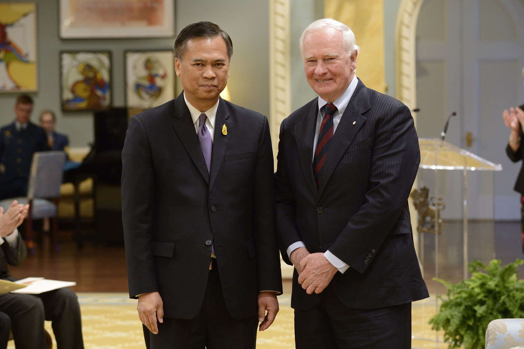 He first received the letters of credence of His Excellency Vijavat Isarabhakdi, Ambassador of the Kingdom of Thailand.