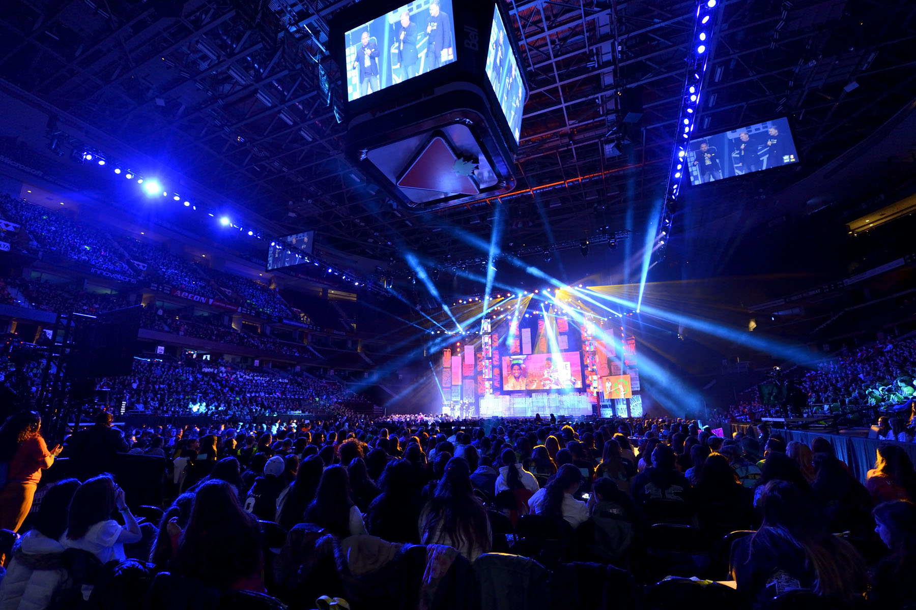We Day is a movement of young people leading local and global change. This year alone, over 200 000 young people will come together in 14 cities across North America and the U.K. to take part in this unprecedented educational initiative.