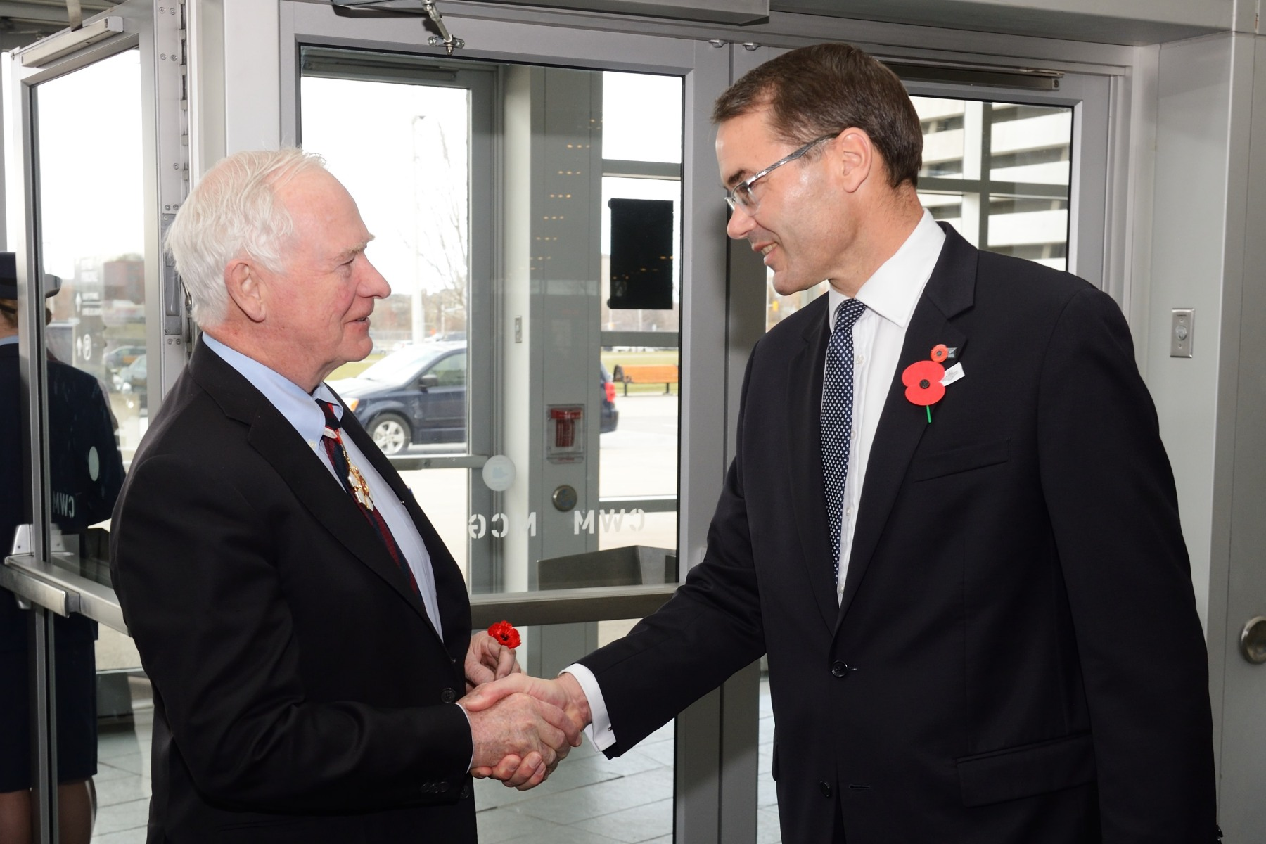 His Excellency the Right Honourable David Johnston, Governor General of Canada, attended the Anzac Centenary Service. Upon his arrival, he was greeted by His Excellency Simon Tucker, New Zealand High Commissioner.