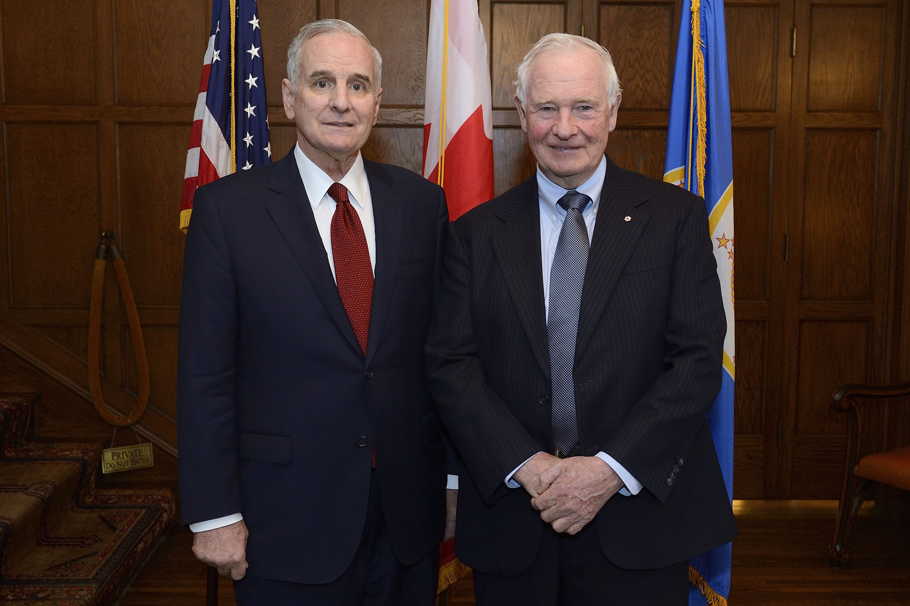 On April 27, 2015, His Excellency the Right Honourable David Johnston, Governor General of Canada, met with the Honourable Mark Dayton, Governor of Minnesota, to discuss the strong, multi-faceted relationship between Canada and Minnesota.