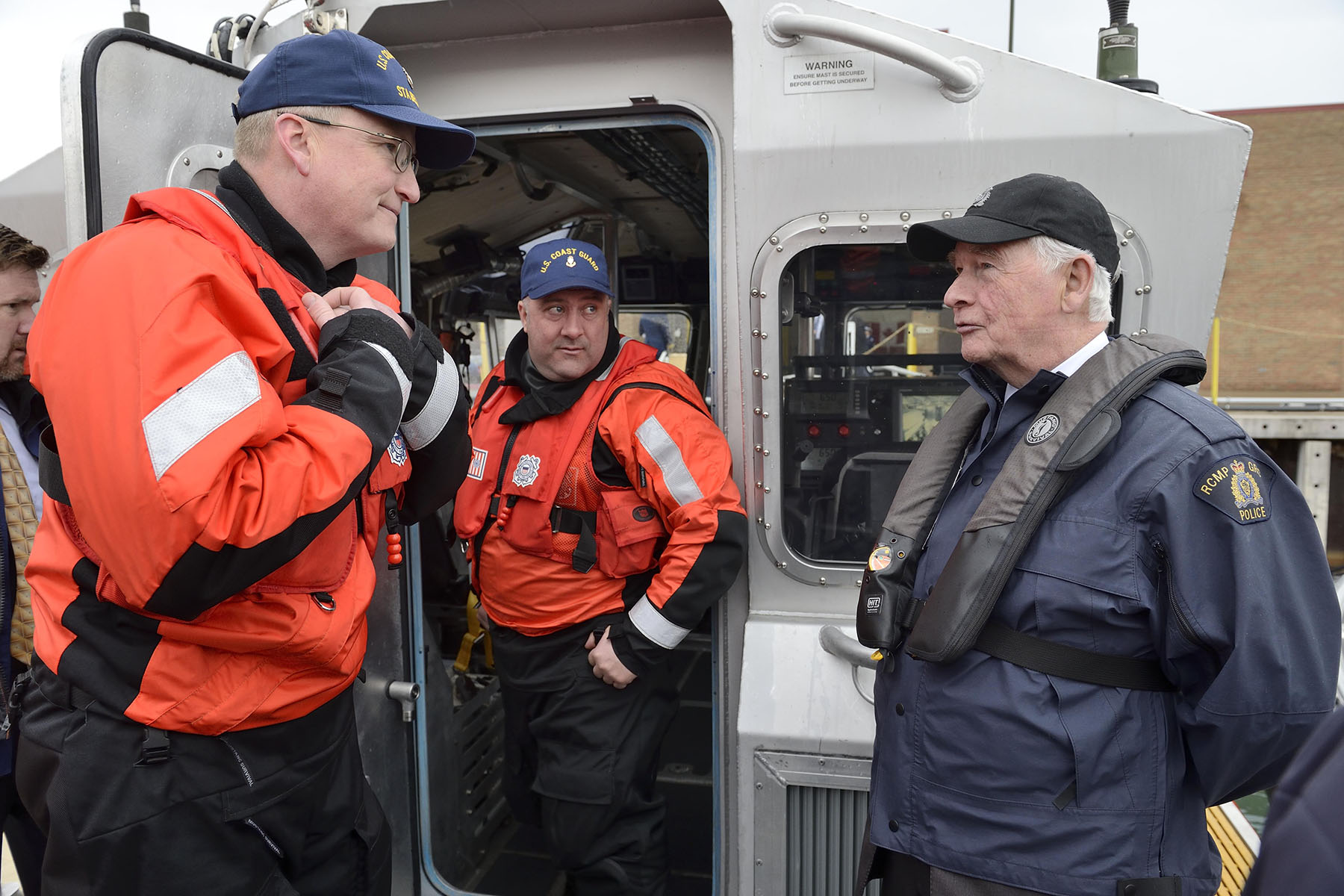 During his visit, the Governor General received a briefing from the U.S. Coast Guard and the RCMP.