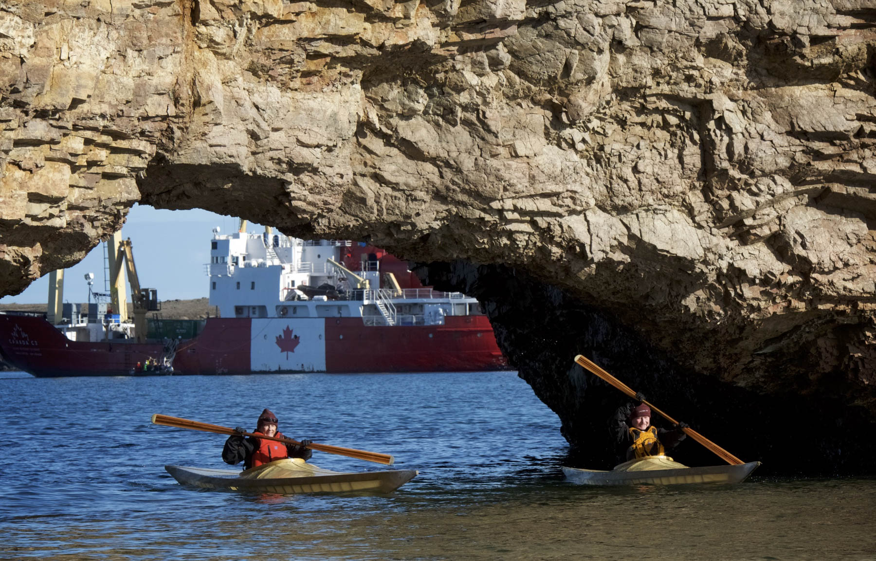 Their Excellencies used kayaks to explore Pierce Point which was once a camping site for scientists during the Canadian Arctic Expedition of 1913-1918. In 1922, a trading post was established, which the Hudson's Bay Company took over in 1927.