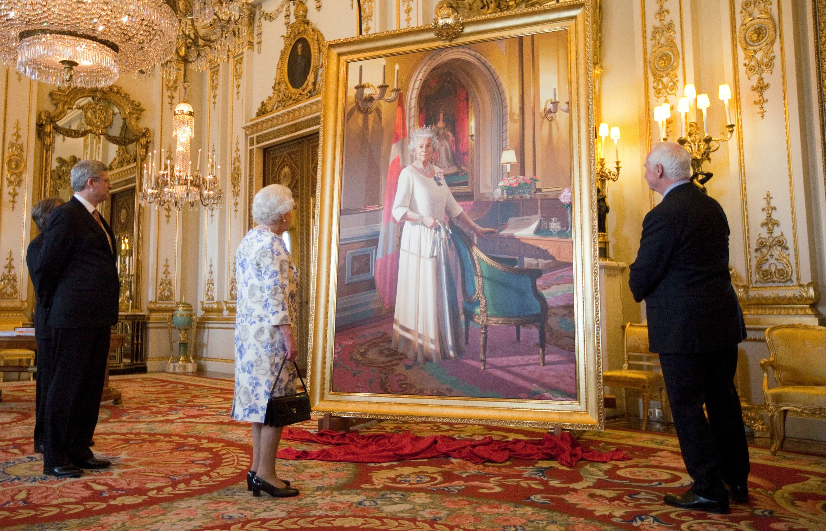 In the presence of Her Majesty Queen Elizabeth II, Their Excellencies, joined by the Right Honourable Stephen Harper, Prime Minister of Canada, witnessed the unveiling of The Queen's new portrait during a ceremony at Buckingham Palace. Rendered by artist Phil Richards, the painting was commissioned by the Government of Canada to commemorate the Queen's Diamond Jubilee.
