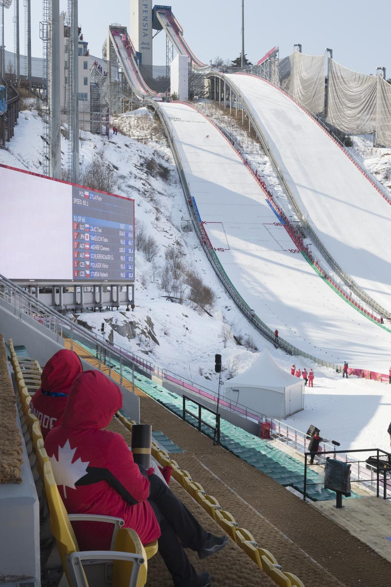Her Excellency enjoyed watching the preliminary ski jumping exercices.