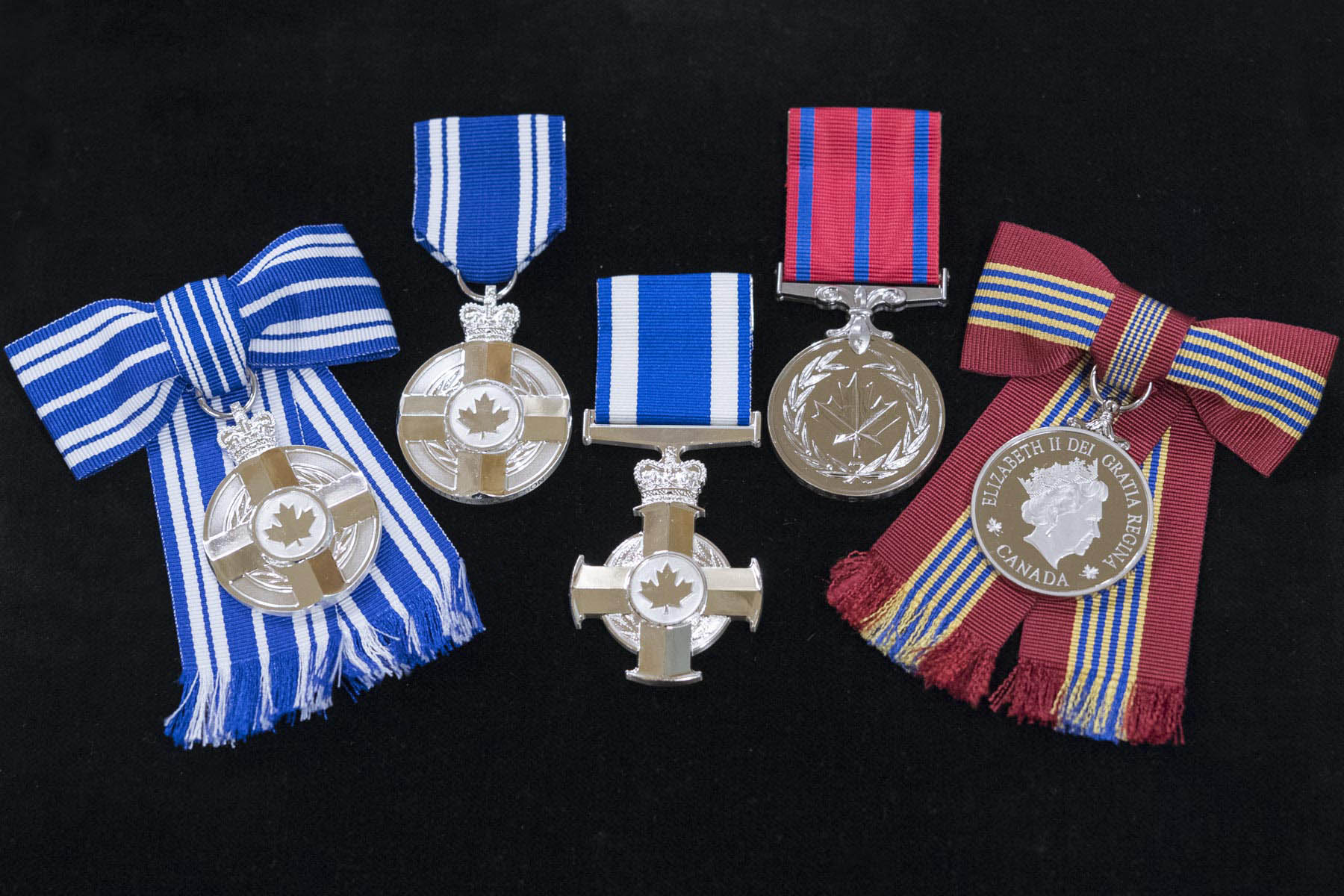 The Governor General presented 48 honours to military members and civilians, who by their excellence, courage and exceptional service brought honour to the Canadian Armed Forces and to various military organizations.