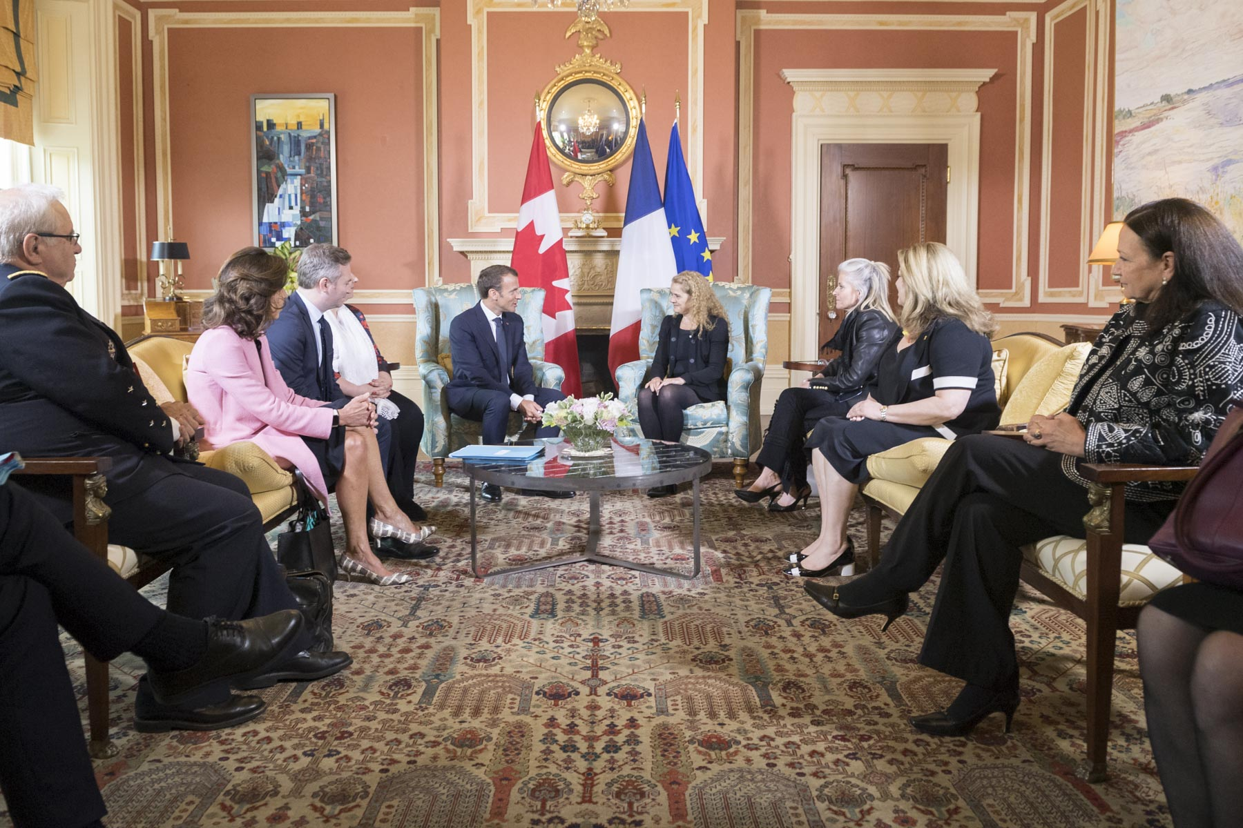An expanded meeting with Canadian and French delegations immediately followed in the Large Drawing Room of the official residence.