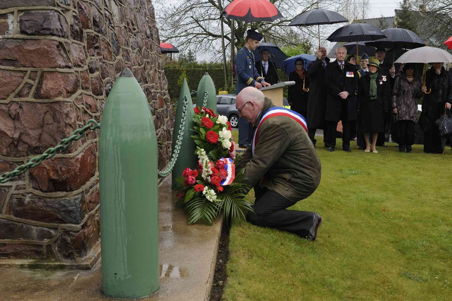 The Mayor of Thelus, Bernard Milleville, also laid a wreath of flowers.