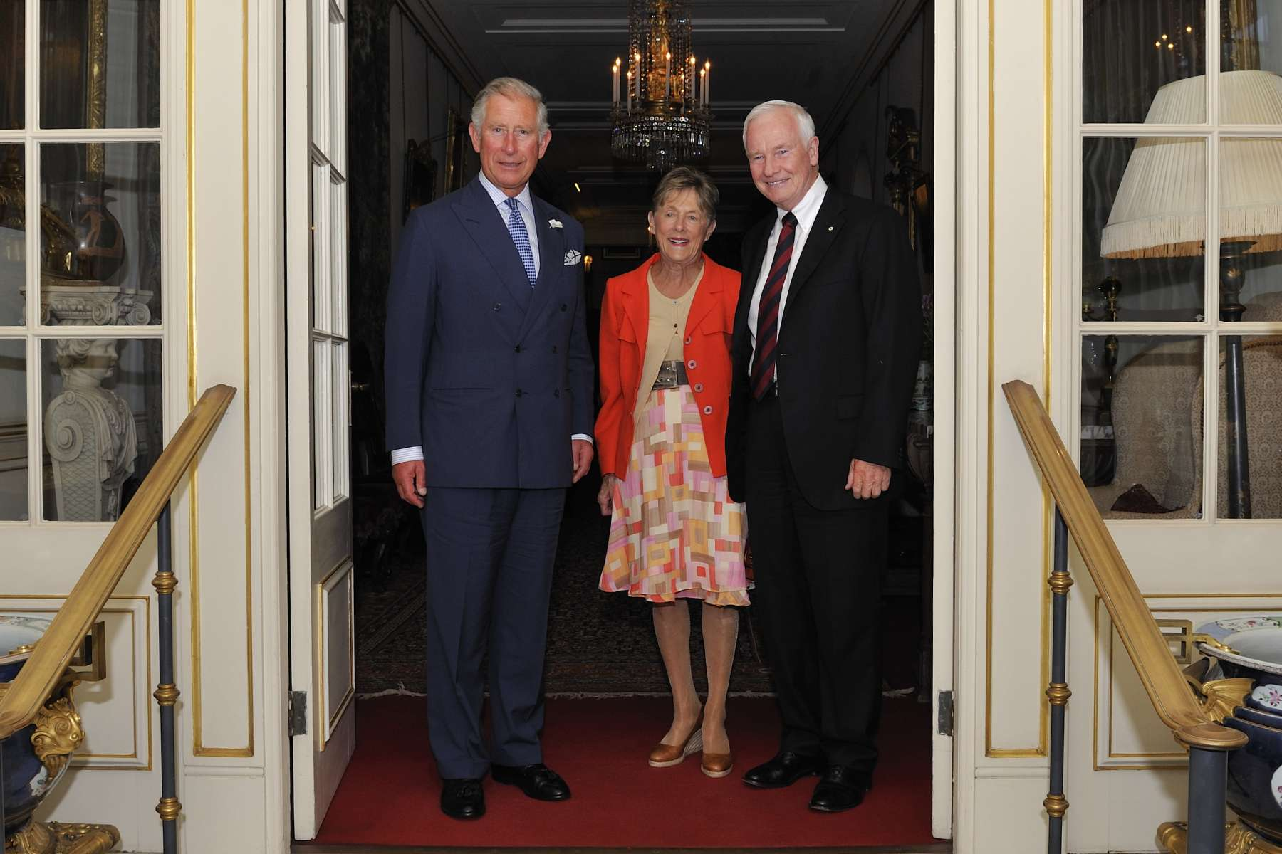 In the afternoon, Their Excellencies met with His Royal Highness The Prince of Wales at Clarence House.