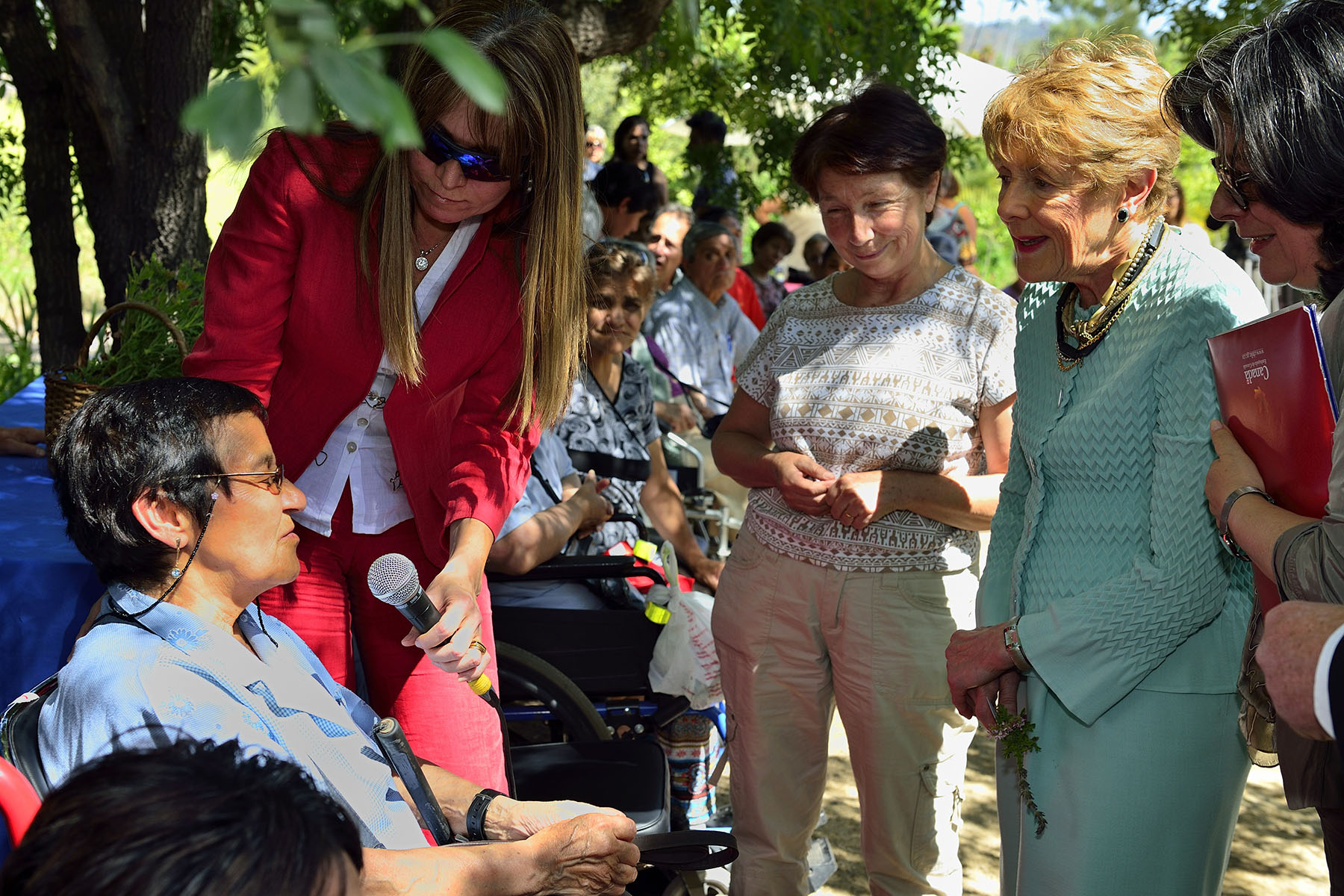 Joined by Mr. Dávalos Bachelet, Her Excellency visited Fondacio, a non-governmental organization that uses occupational and horticultural therapy to help people with physical and mental disabilities live independent, fulfilling lives.