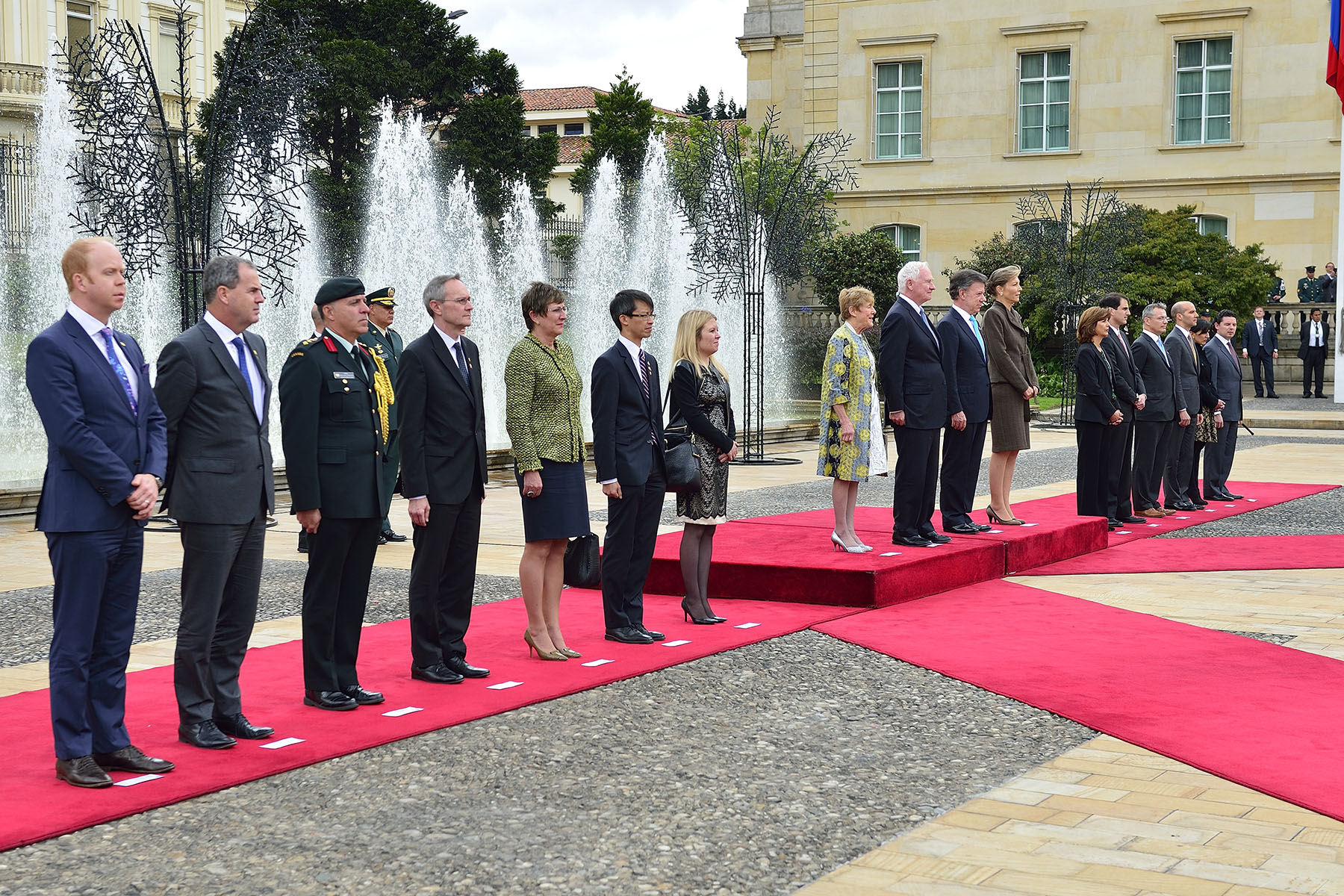 Their Excellencies were officially welcomed by His Excellency Juan Manuel Santos Calderón, President of the Republic of Colombia, and by the First Lady María Clemencia Rodríguez Múnera.