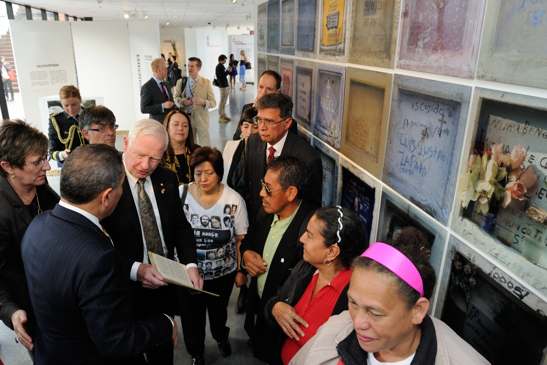 Following the discussion, Their Excellencies and Canadian delegates participated in a tour of the Museum for Historical Memory during which they had the opportunity to meet with victims of the armed conflict.