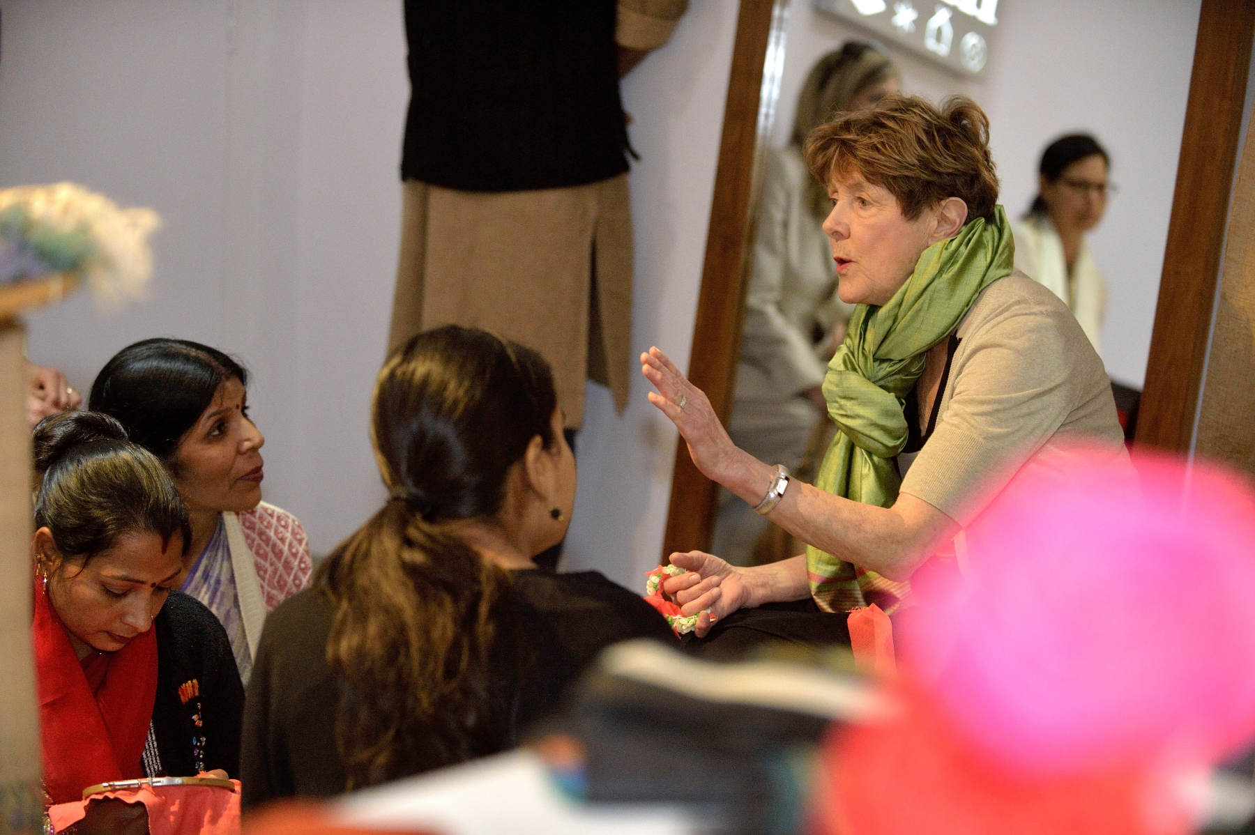 Before leaving, Her Excellency spoke with female artisans.