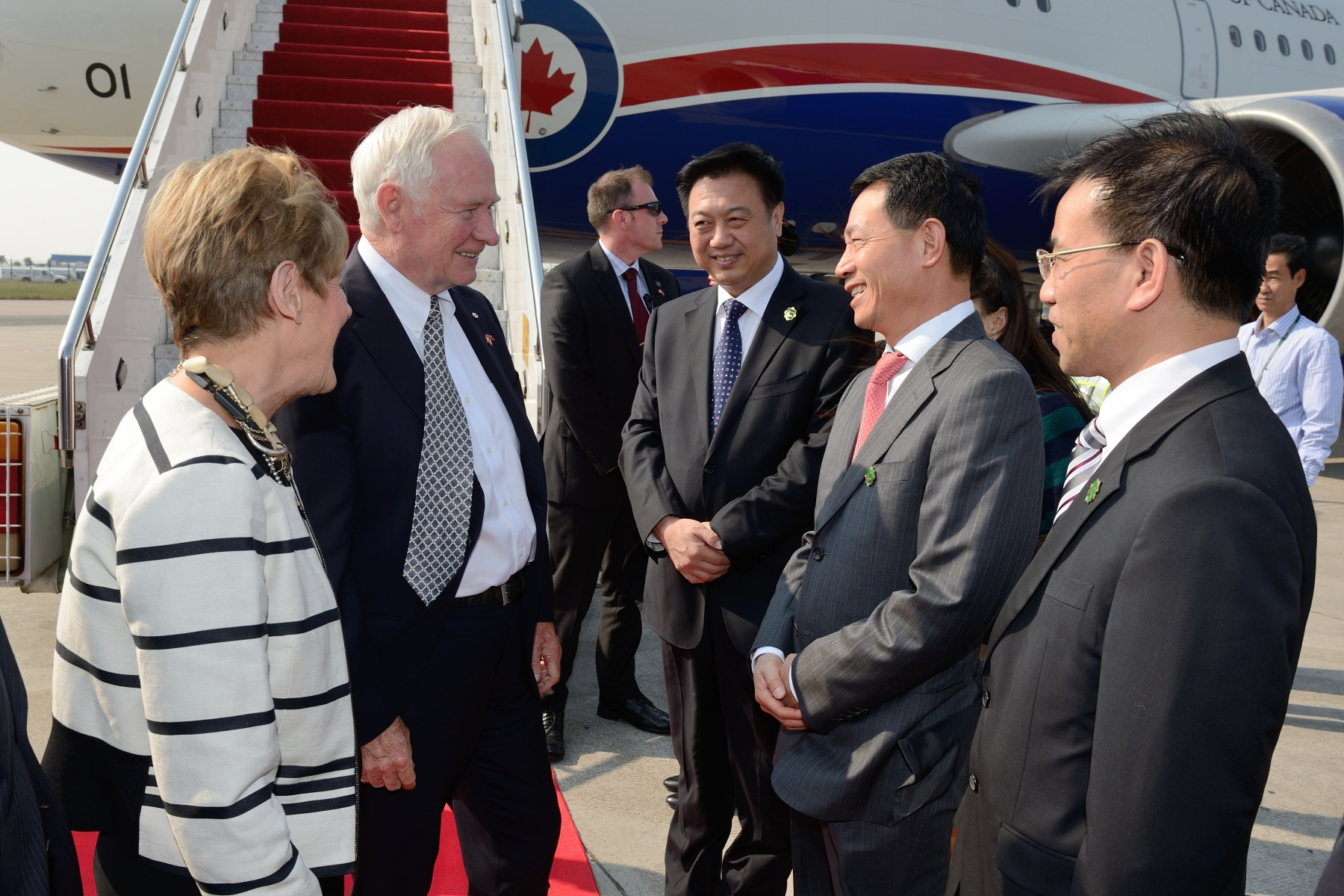 Upon their arrival in Guangzhou, Their Excellencies and the Canadian delegation were welcomed by Chinese government officials and Mr. Weldon Epp, Consul General of Canada in Guangzhou.