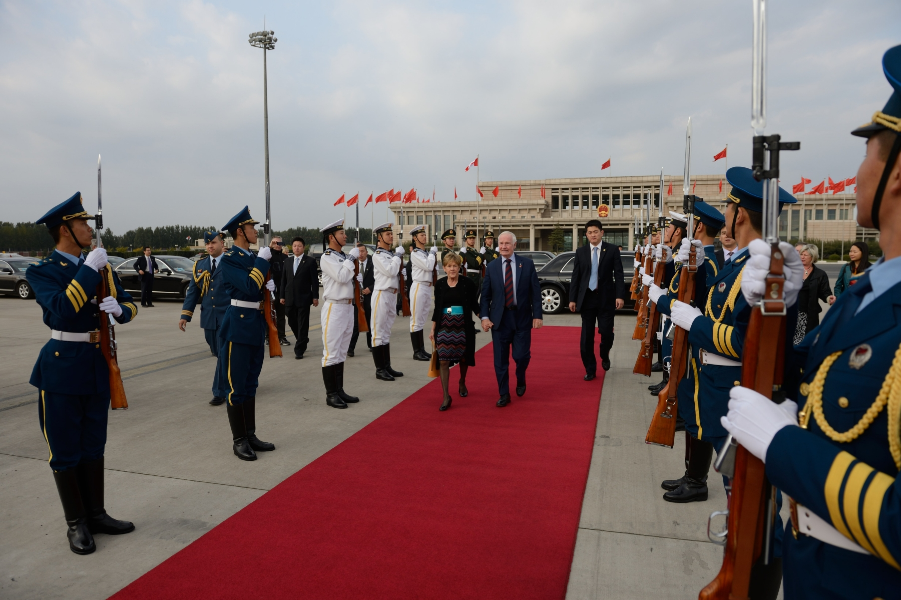 Their Excellencies were bidden farewell by a guard of honour in Beijing before heading to Shanghai on October 19, 2013.