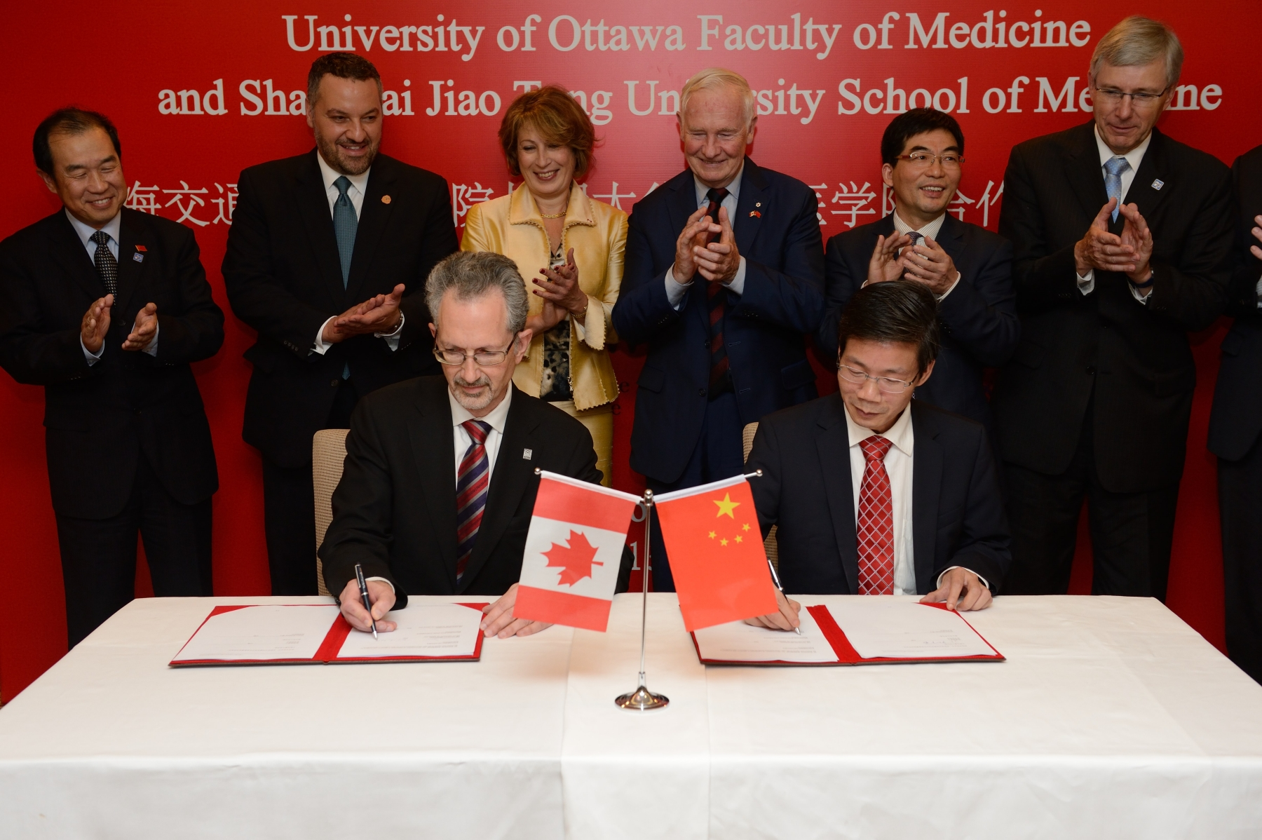 His Excellency witnessed the signing of an agreement between the University of Ottawa's Faculty of Medicine and the Shanghai Jiao Tong University School of Medicine, establishing a strategic partnership in medical education and training.