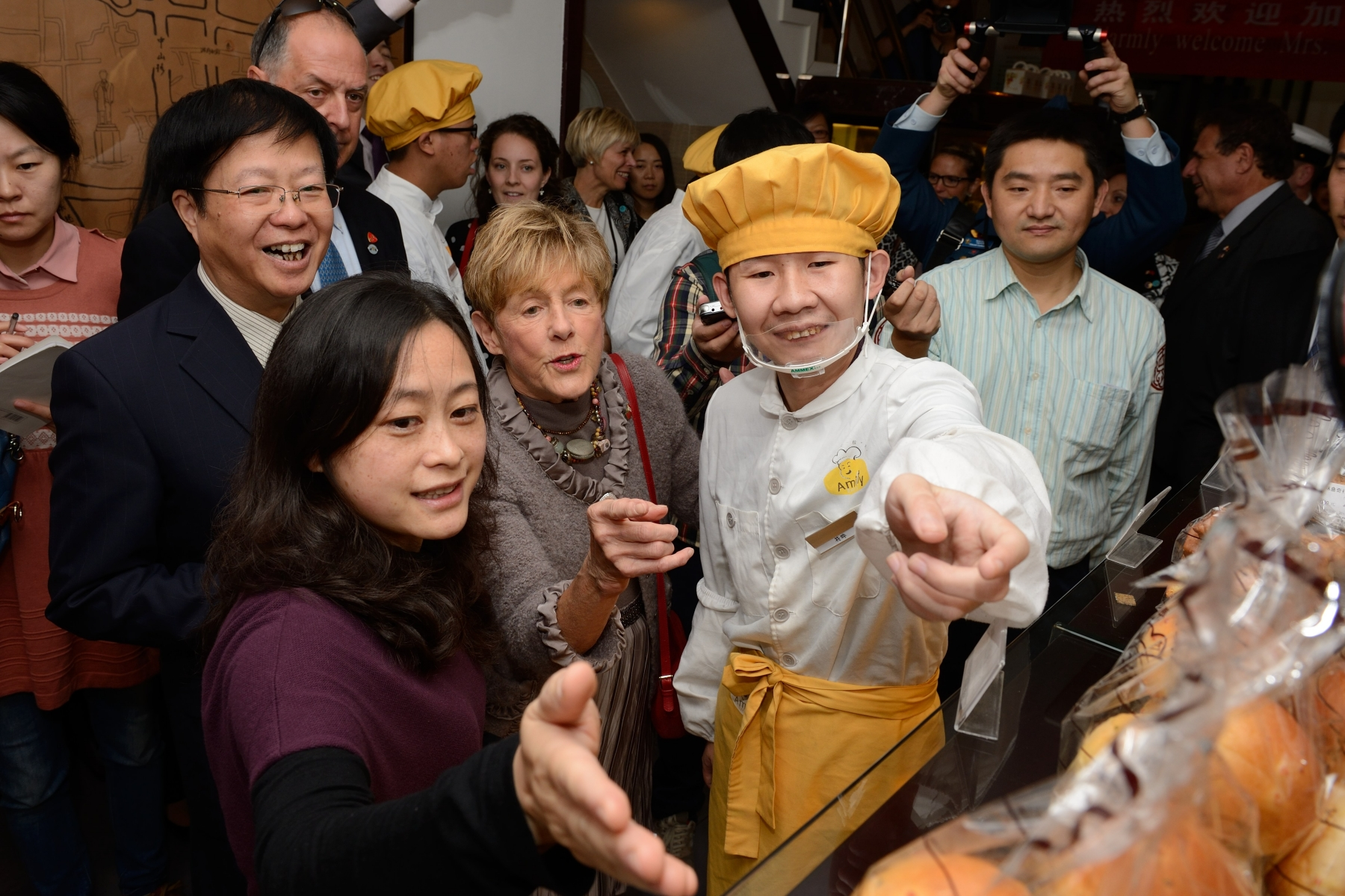 Her Excellency started her day in Nanjing with a visit to the Amity Foundation Bakery where she was introduced to their wide-ranging projects and services