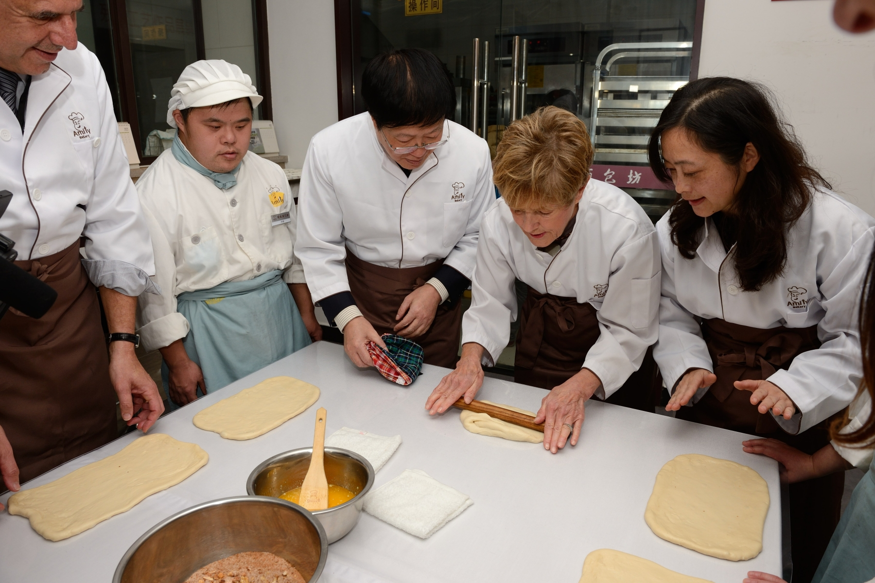 After touring the facilities, she participated in a baking workshop and sample delicious baked goods alongside young trainees with developmental disabilities.