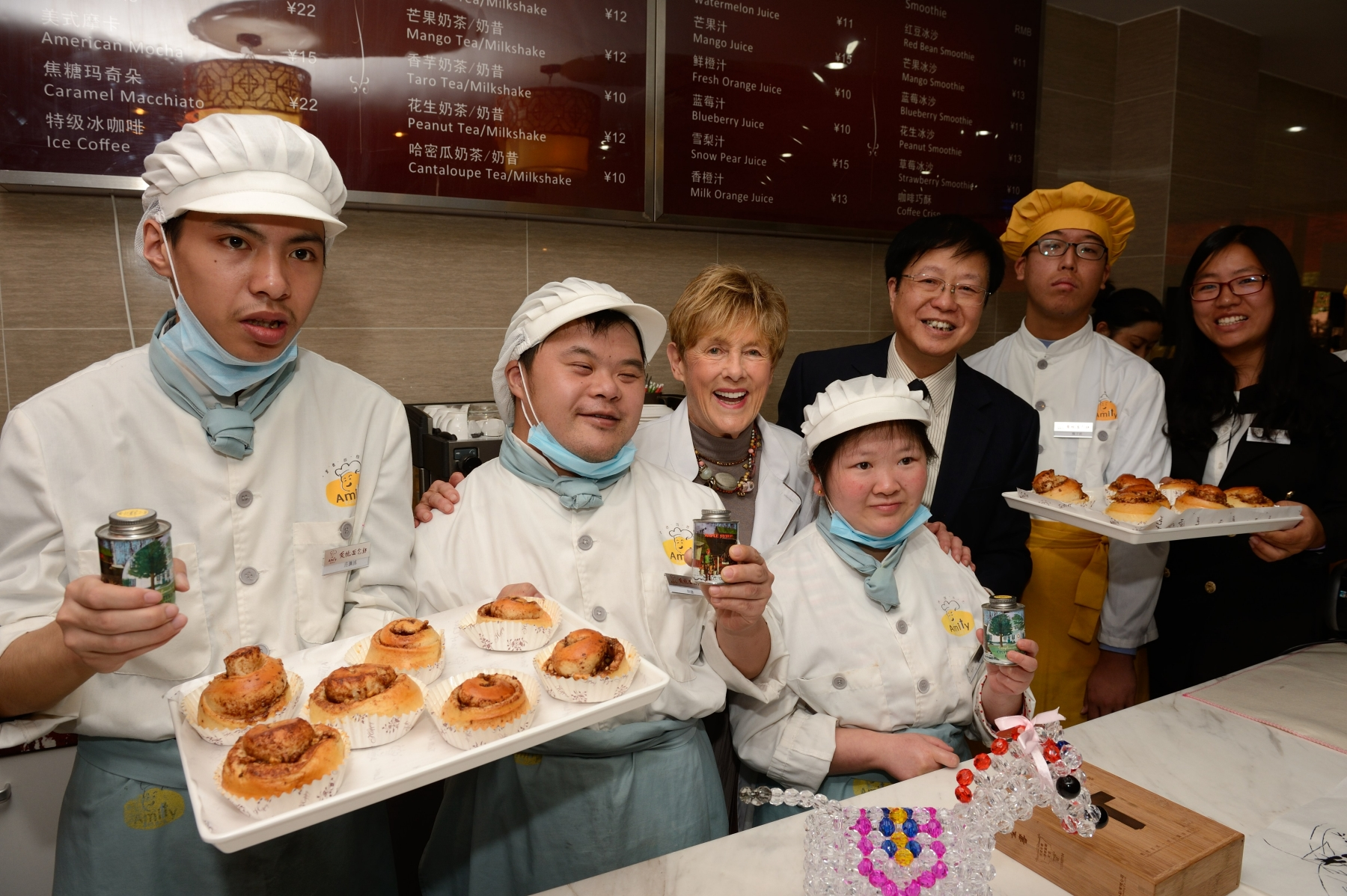 The Amity Bakery is run by the Foundation and is China's first business entity that provides training and job opportunities to people with developmental disabilities.