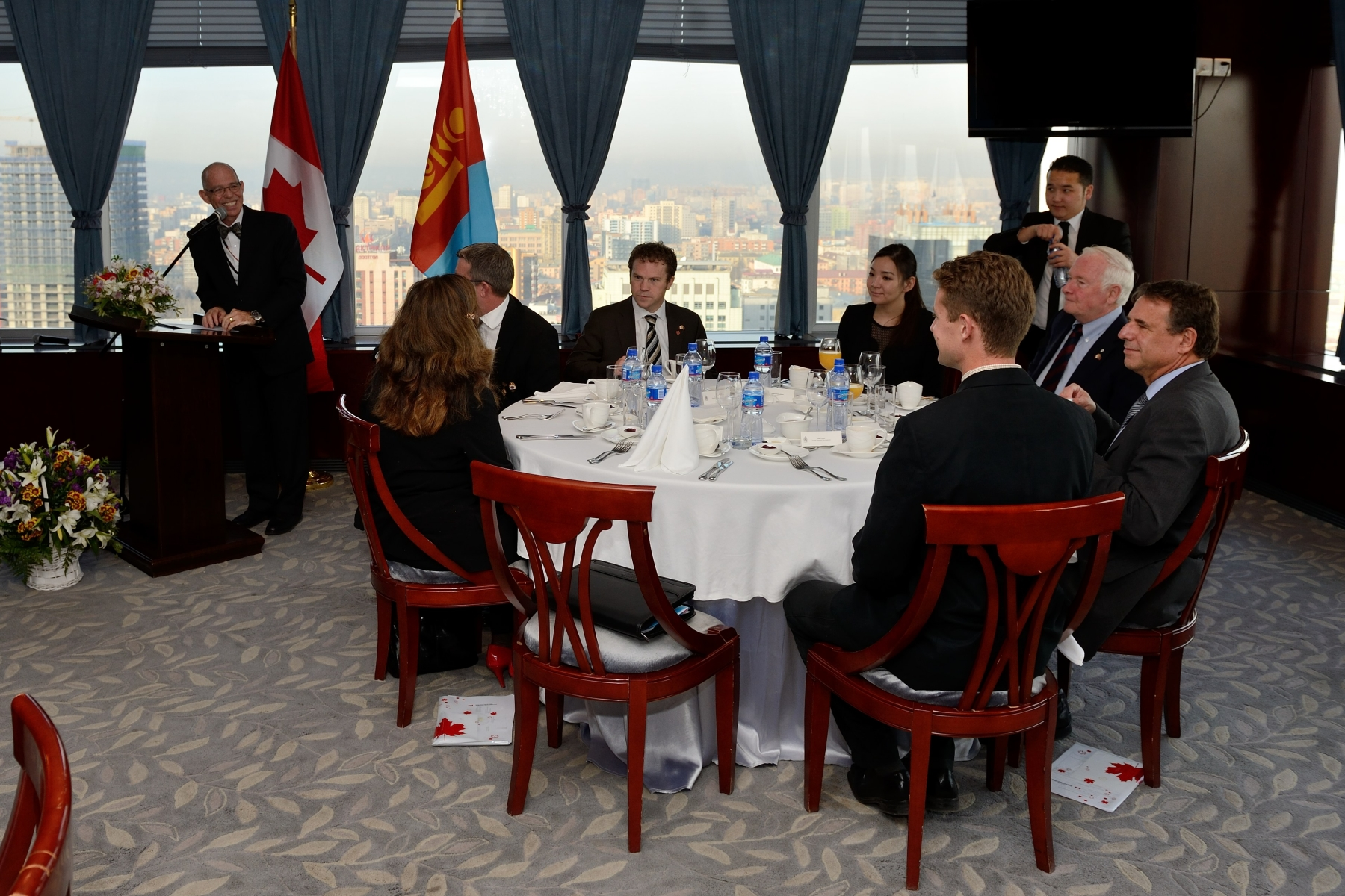 On his last day in Mongolia, His Excellency attended a breakfast with various Canadian business leaders.