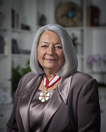 Official photo of Her Excellency the Right Honourable Mary Simon Governor General of Canada. She is wearing the collar of chancellor of the Order.
