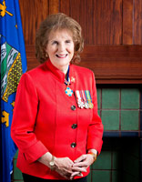 L'honorable Lois Mitchell