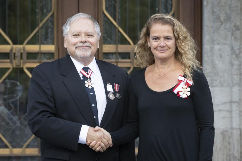 Polar Medal recipient John Smol shaking hands with Her Excellency The Right Honourable Julie Payette, Governor General of Canada