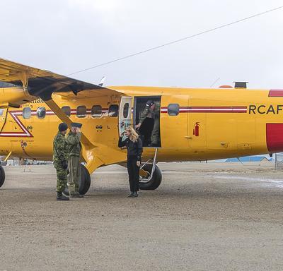La gouverneure générale du Canada est arrivée au hameau de Pangnirtung, au Nunavut, pour rencontrer des gens de la communauté. Elle sera dans l'Arctique canadien du 30 août au 1er septembre 2018, où elle montera également à bord du brise-glace de recherch