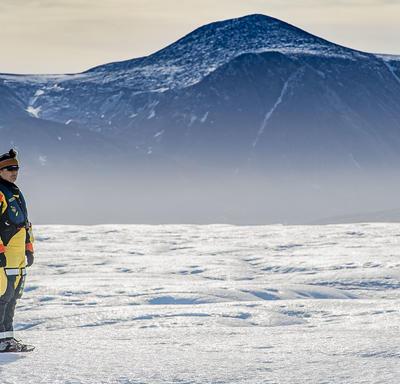 Son Excellence s'est arrêtée pour observer les vues remarquables l'île de glace.