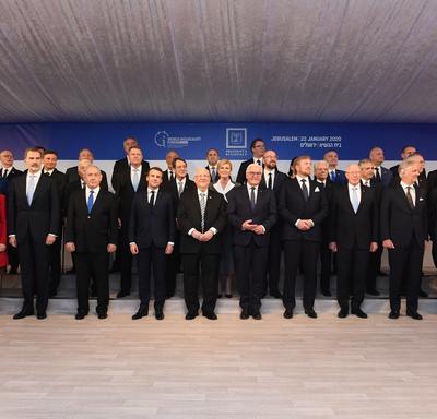 À son arrivée le 22 janvier 2020, Son Excellence, ainsi que d'autres chefs d'État et représentants du gouvernement, ont assisté à un dîner offert par Reuven Rivlin, président de l'État d'Israël.