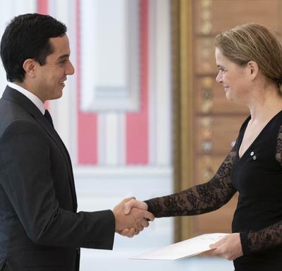 Son Excellence monsieur Federico Eduardo Hoyos Salazar Ambassadeur de la République de Colombie a présenté ses lettres de créance au gouverneur général.