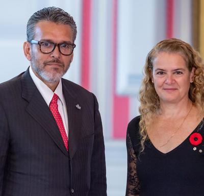 His Excellency Orlando José Viera Blanco, Ambassador of the Bolivarian Republic of Venezuela, stands beside the Governor General.