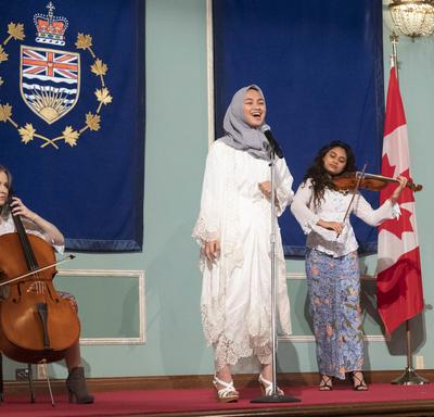 Des étudiants du Collège Pearson ont fait une prestation musicale.