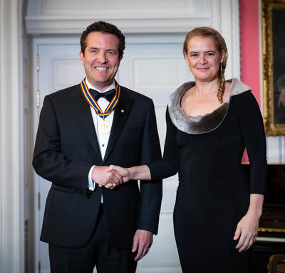 Rick Mercer shakes hands with the Governor General.